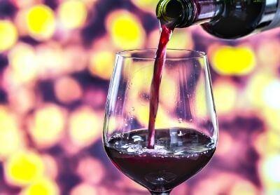 Почисти сам петната от червено вино